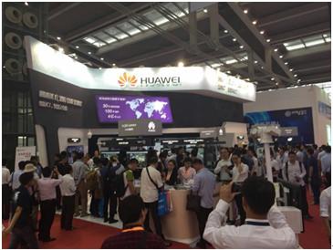 HUAWEI unveiled an Expo partners award -PROG3 COM